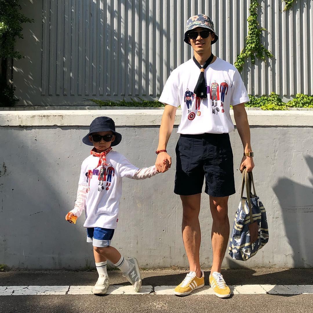 Có ai như bố con nhà này, diện đồ đôi vừa ngầu vừa dễ thương hết phần người khác - Ảnh 6.