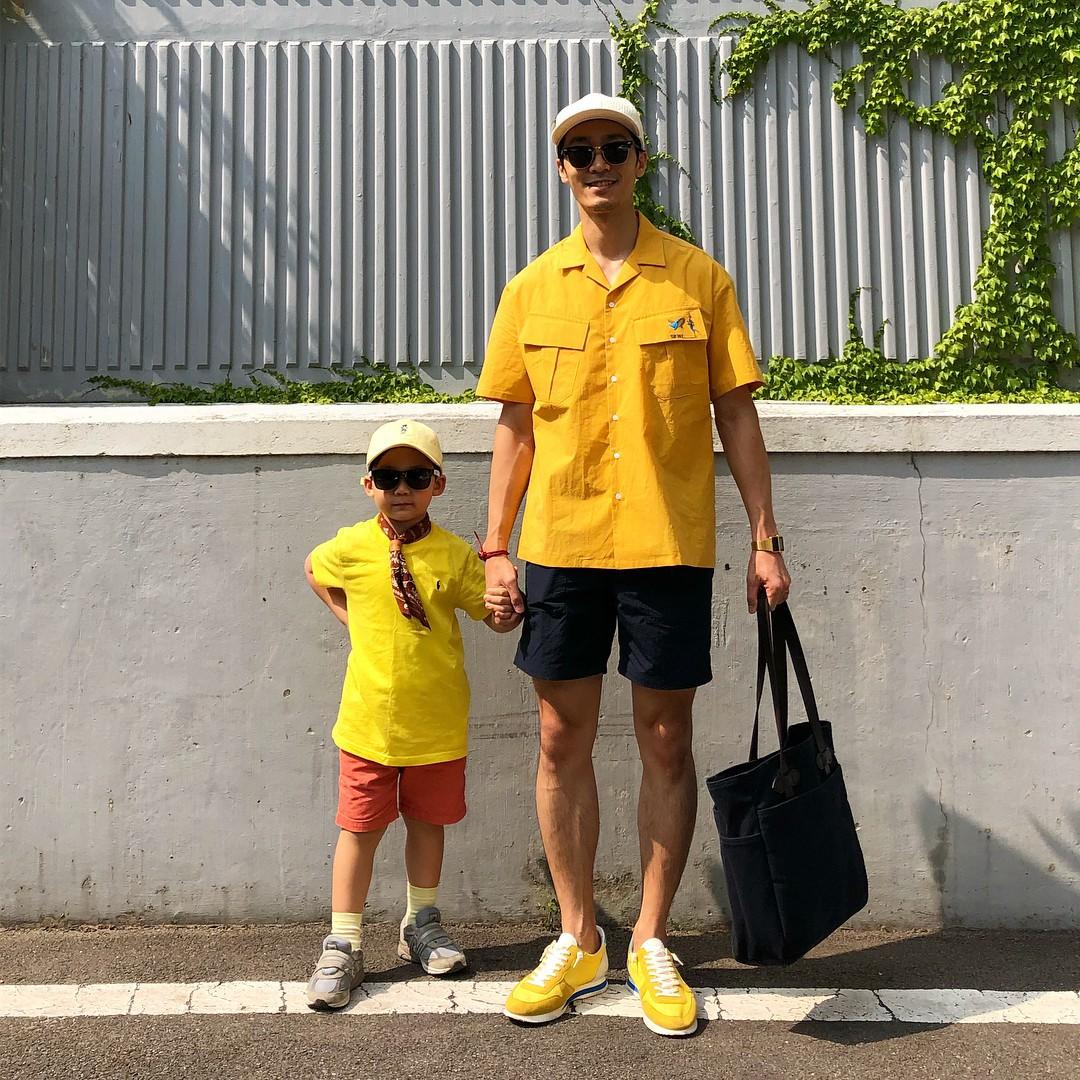 Có ai như bố con nhà này, diện đồ đôi vừa ngầu vừa dễ thương hết phần người khác - Ảnh 7.