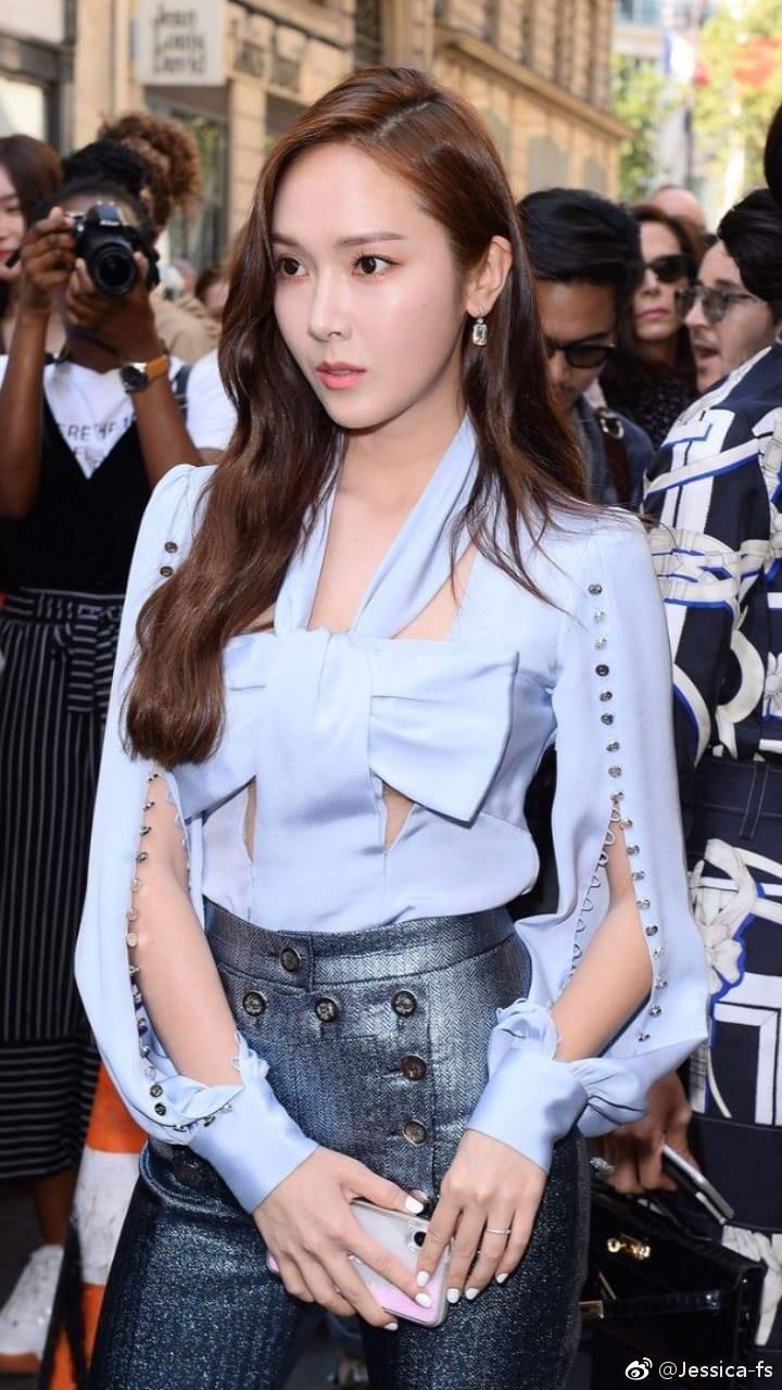 Jessica Jung khoe nhan sắc trong veo và gu thời trang đẳng cấp tại show diễn thời trang - Ảnh 3.