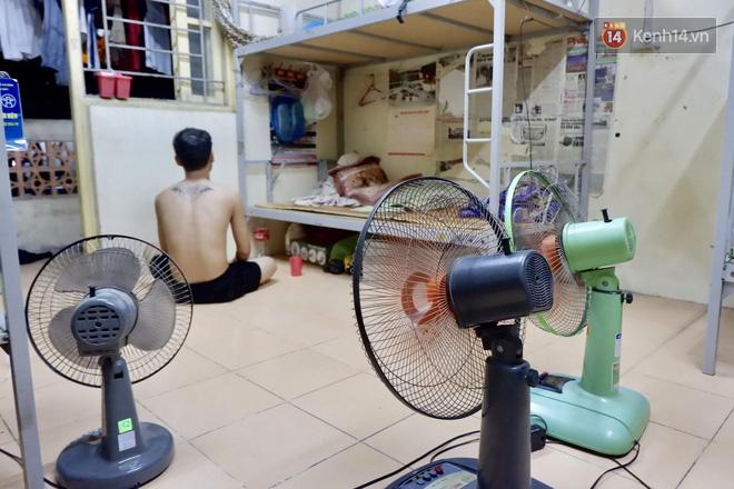 Nhà trọ biến thành lò lửa 40 độ C, sinh viên Hà Nội