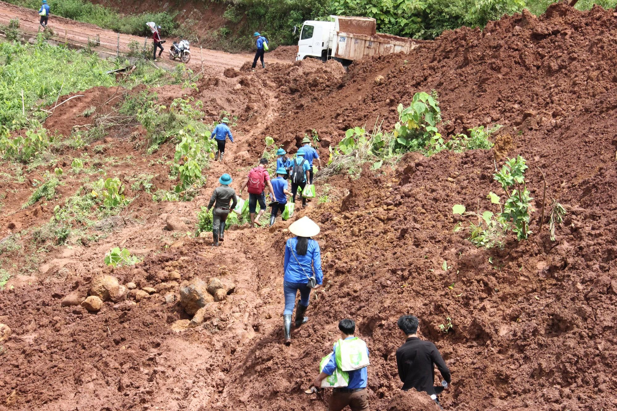 Trung ương Đoàn, Trung ương Hội chung tay hỗ trợ bà con nhân dân Lai Châu vượt qua lũ lụt - Ảnh 2.