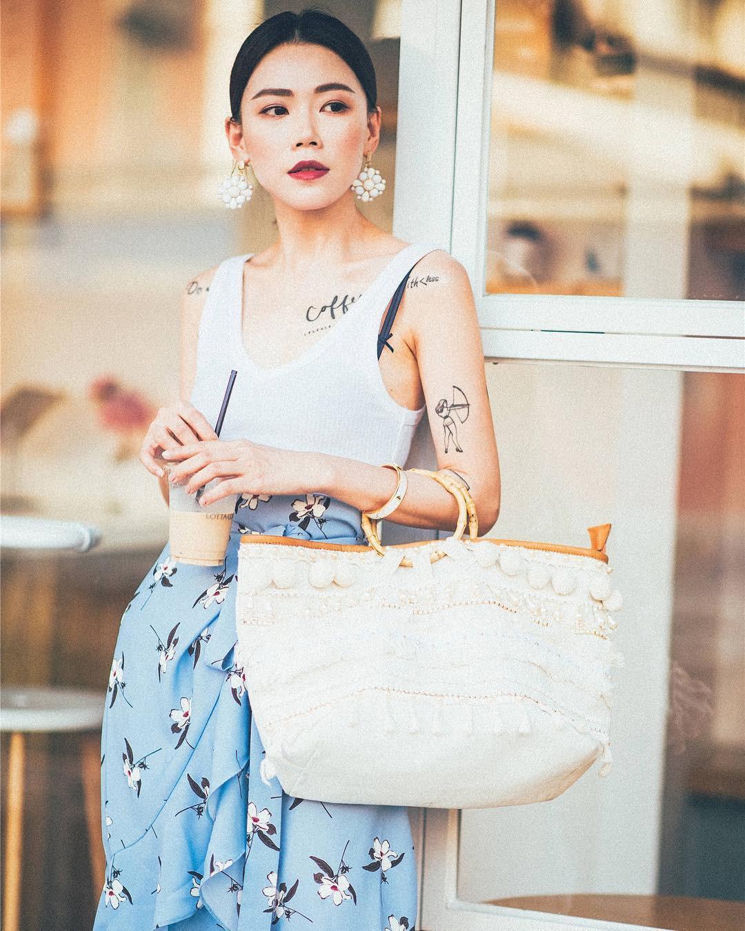 Mũ cói chống nắng được các quý cô Châu Á sử dụng làm phụ kiện sống ảo trong street style tuần này - Ảnh 12.
