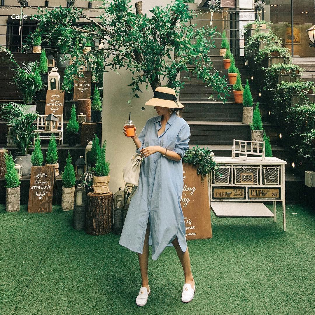 Mũ cói chống nắng được các quý cô Châu Á sử dụng làm phụ kiện sống ảo trong street style tuần này - Ảnh 6.