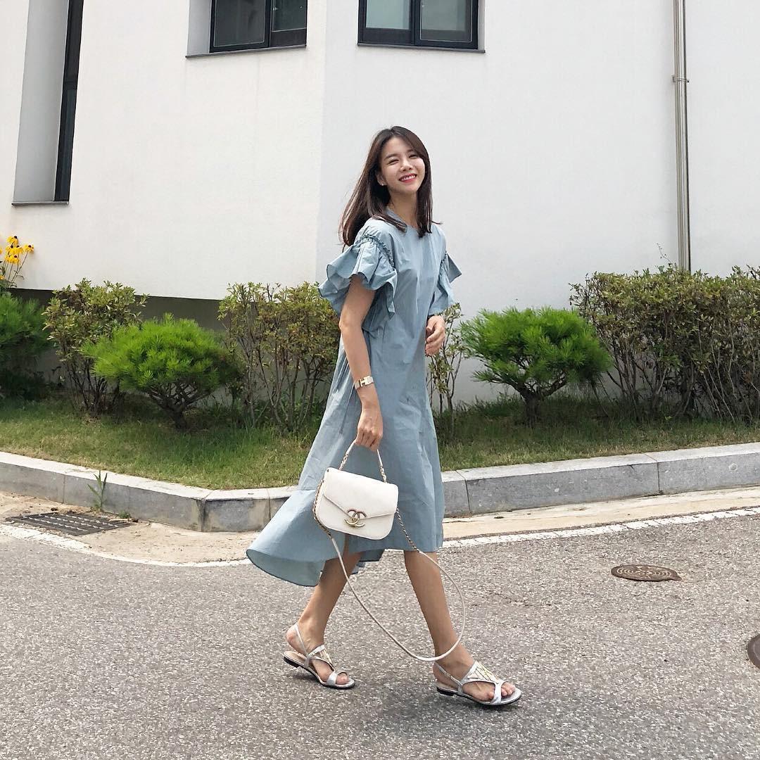 Mũ cói chống nắng được các quý cô Châu Á sử dụng làm phụ kiện sống ảo trong street style tuần này - Ảnh 8.
