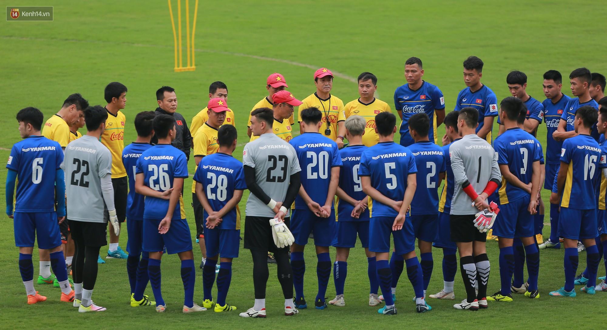 Nỗ lực của Hoàng thượng U23 Việt Nam khiến Bùi Tiến Dũng ngạc nhiên - Ảnh 1.