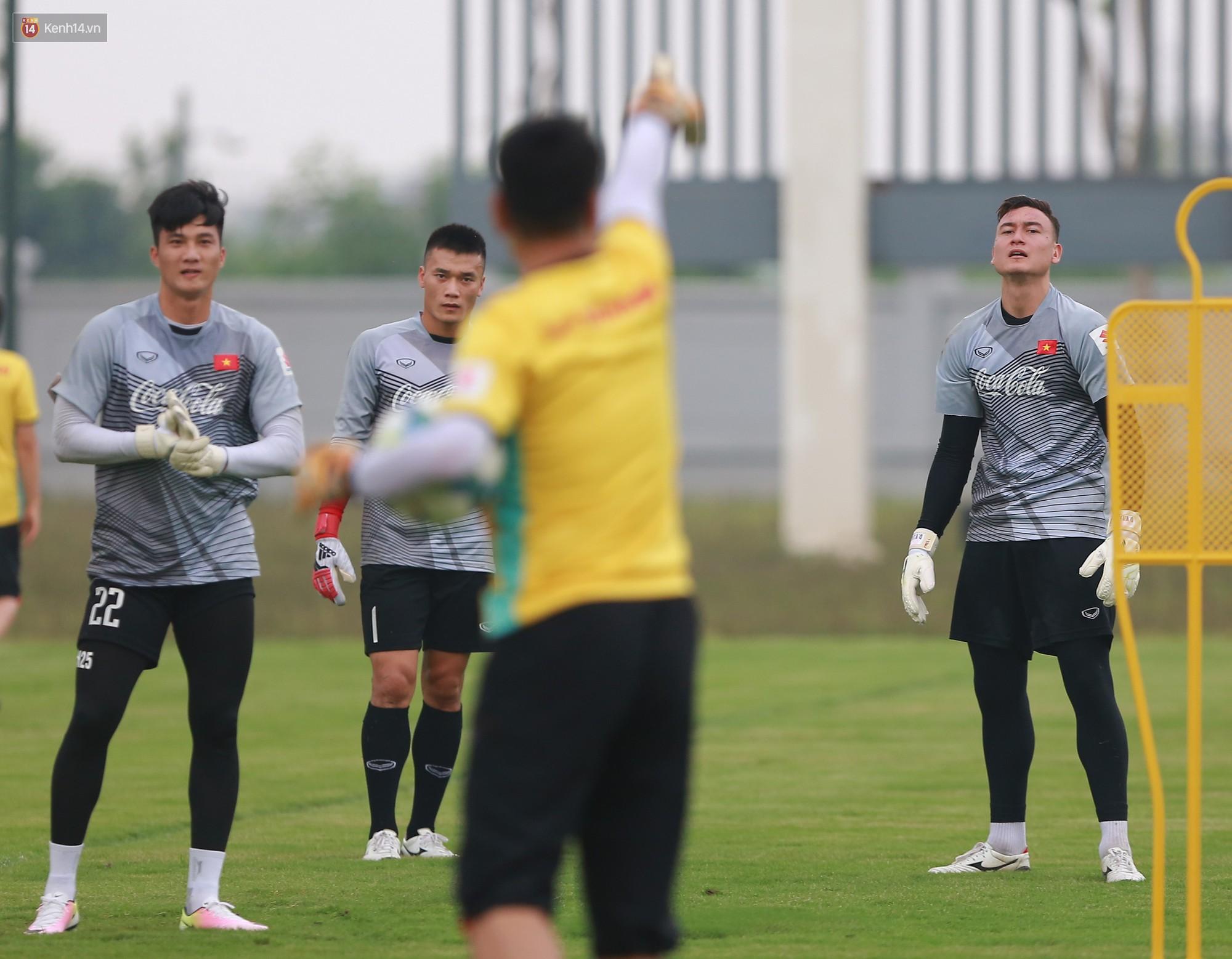 Nỗ lực của Hoàng thượng U23 Việt Nam khiến Bùi Tiến Dũng ngạc nhiên - Ảnh 3.