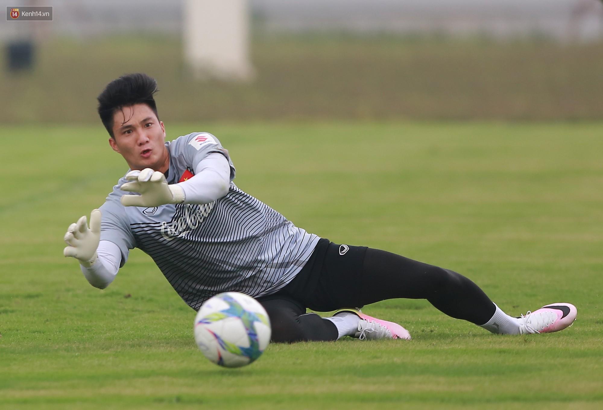 Nỗ lực của Hoàng thượng U23 Việt Nam khiến Bùi Tiến Dũng ngạc nhiên - Ảnh 4.