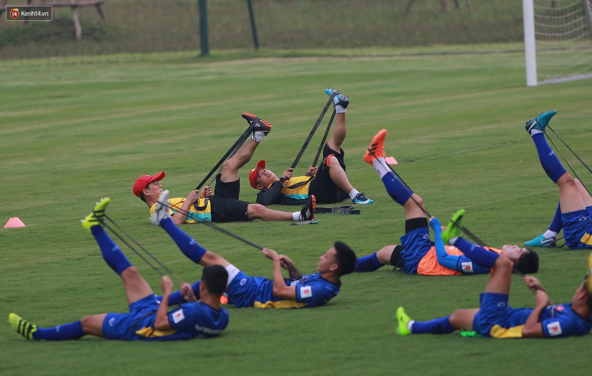 Nỗ lực của Hoàng thượng U23 Việt Nam khiến Bùi Tiến Dũng ngạc nhiên - Ảnh 7.