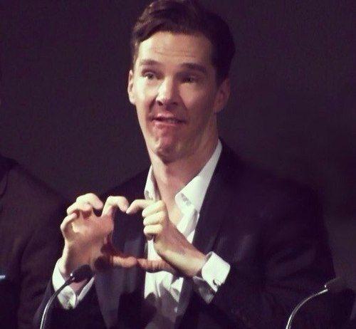 Thế giới có 2 loại người: Thả tim điệu nghệ như Tom Cruise và thả mãi... không ra hình trái tim như Doctor Strange - Ảnh 2.