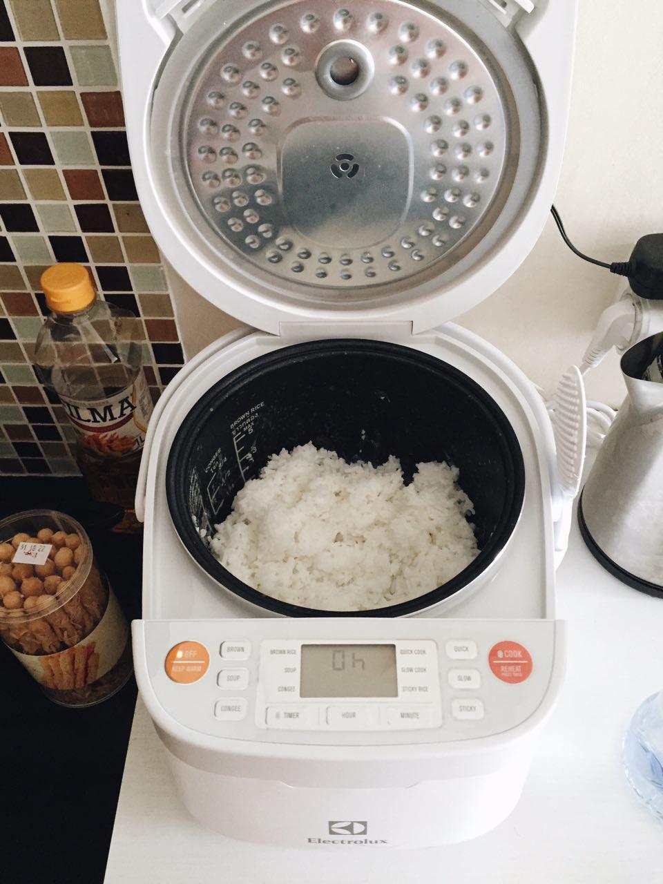 Những sai lầm tai hại khi nấu cơm nhiều người vô tình mắc phải mà không biết - Ảnh 4.