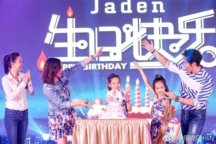 """Hai cô con gái riêng của """"Quả bom sex gốc Việt"""" Chung Lệ Đề thân thiết bên bố dượng trong ngày sinh nhật - Ảnh 2."""