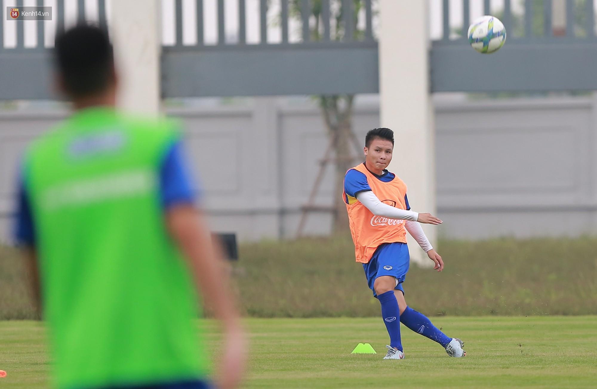 Nỗ lực của Hoàng thượng U23 Việt Nam khiến Bùi Tiến Dũng ngạc nhiên - Ảnh 9.