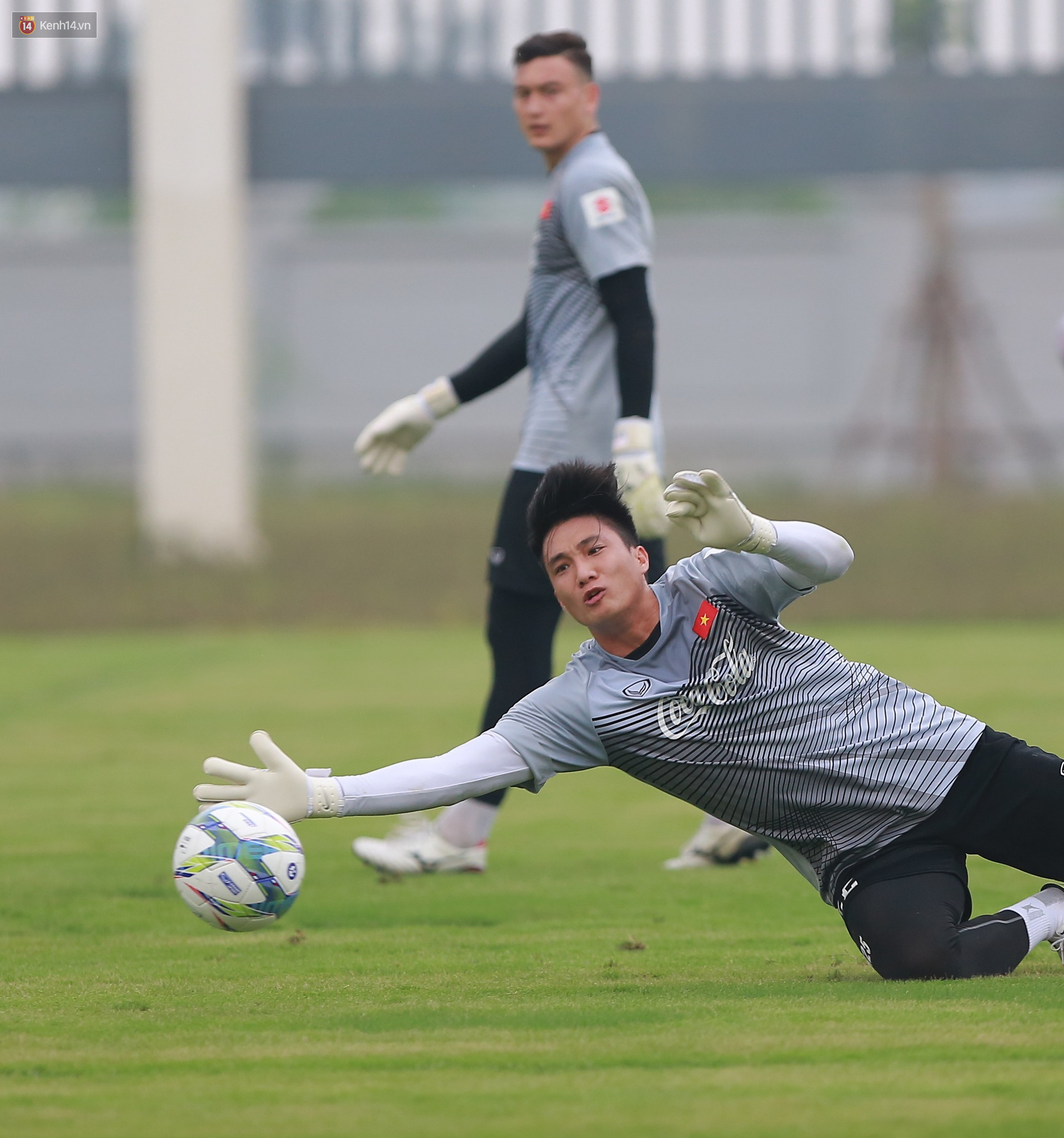 Nỗ lực của Hoàng thượng U23 Việt Nam khiến Bùi Tiến Dũng ngạc nhiên - Ảnh 6.
