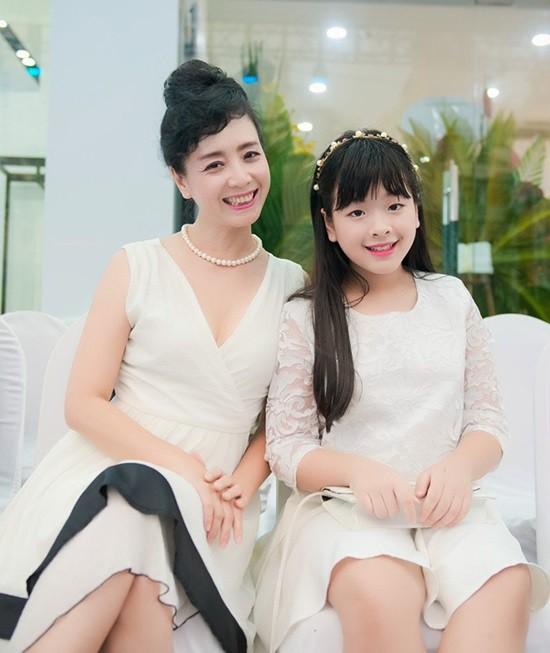 5 năm sau The Voice Kid, con gái NSƯT Chiều Xuân đã trở thành thiếu nữ 14 tuổi, xinh đẹp và tự tin lắm rồi! - Ảnh 3.