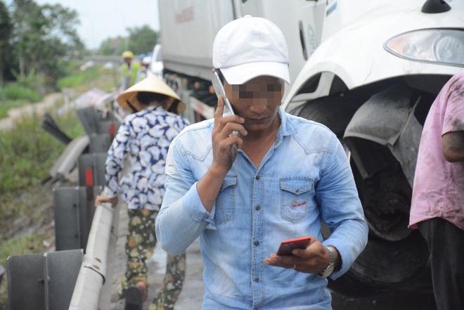 Vụ tai nạn giao thông ở Quảng Nam: Tài xế container thất thần sau va chạm- Ảnh 1.