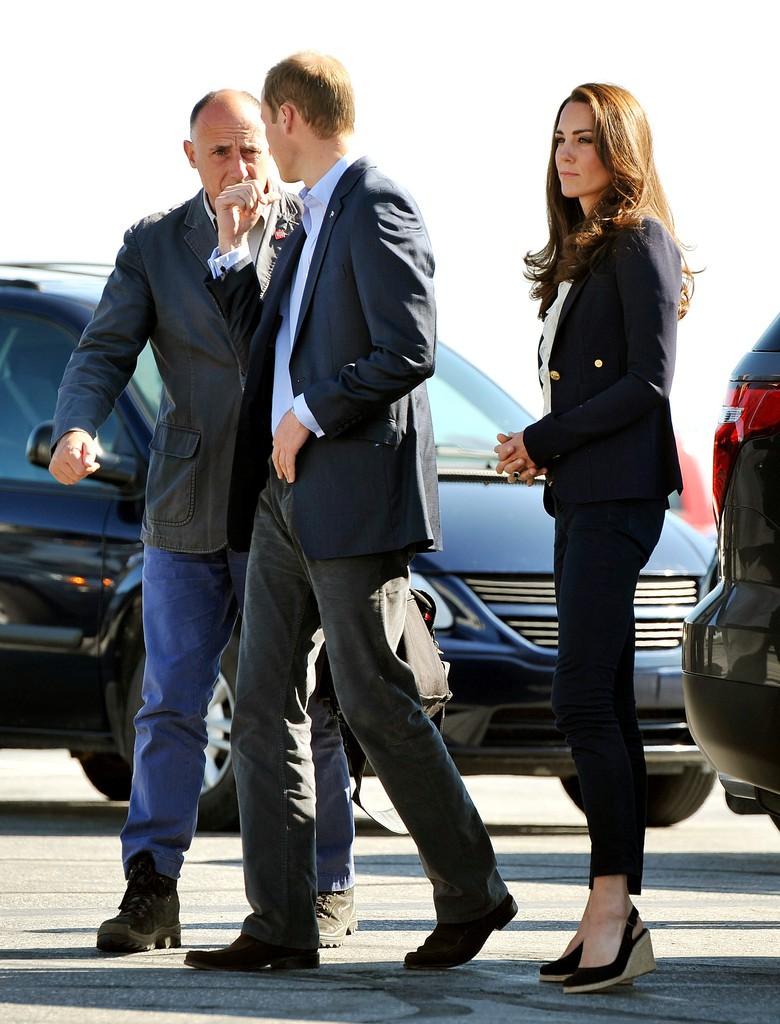 Chỉ cần Nữ hoàng Anh có mặt, công nương Kate Middleton sẽ không bao giờ đi kiểu giày này - Ảnh 5.