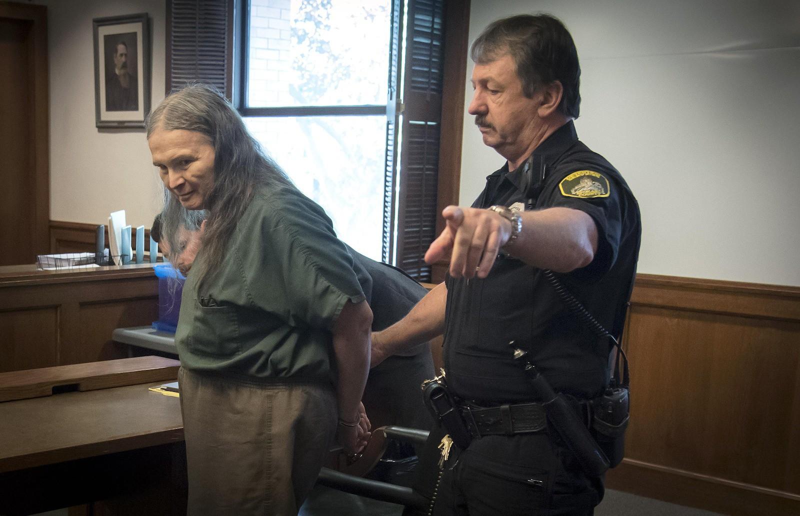Kẻ sát nhân hàng loạt bị bắt sau 27 năm lẩn trốn: Sát hại 3 người rồi đi chuyển giới để ngăn bản thân dừng giết chóc - Ảnh 5.