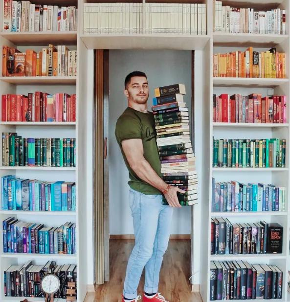 Chàng trai Mỹ biến cả tủ sách thành những khung cảnh giả tưởng trong phim khiến cả thế giới kinh ngạc - Ảnh 2.