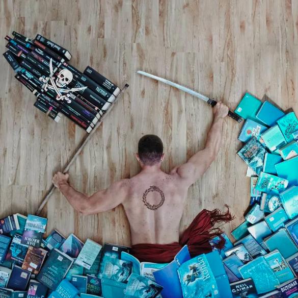 Chàng trai Mỹ biến cả tủ sách thành những khung cảnh giả tưởng trong phim khiến cả thế giới kinh ngạc - Ảnh 6.
