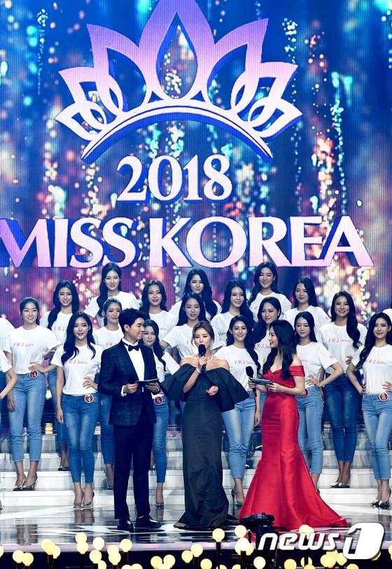 Dở khóc dở cười tại Hoa hậu Hàn Quốc 2018: Mẹ Kim Tan và mỹ nhân Kpop quá đẹp, chiếm hết spotlight của Tân Hoa hậu - Ảnh 3.