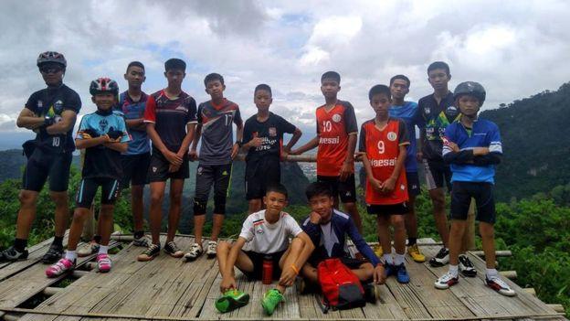 Tiết lộ lý do ban đầu khiến đội bóng Thái Lan vào hang Tham Luang bất chấp những cảnh báo nguy hiểm - Ảnh 3.