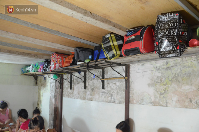 Tình người trong dãy trọ 15k/ đêm ở Hà Nội: Ông chủ tự bỏ tiền túi lắp điều hòa, quạt mát cho người nghèo trốn nóng - Ảnh 9.