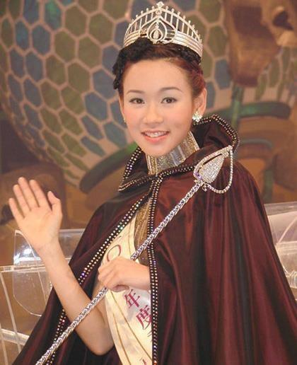 Hoa hau Duong Tu Ky tu me don than, su nghiep xuong doc tro thanh nu dai gia moi cua Hong Kong