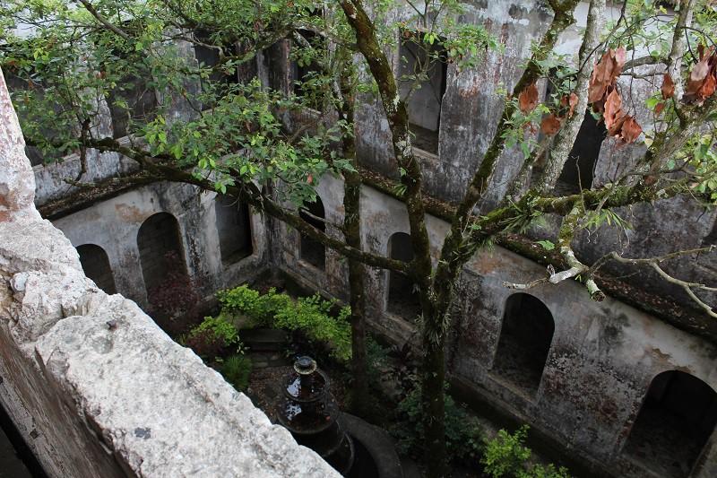 Vẻ ma mị của khách sạn trăm tuổi bị bỏ hoang ở Philippines ẩn chứa nhiều câu chuyện đen tối làm du khách tò mò - Ảnh 4.
