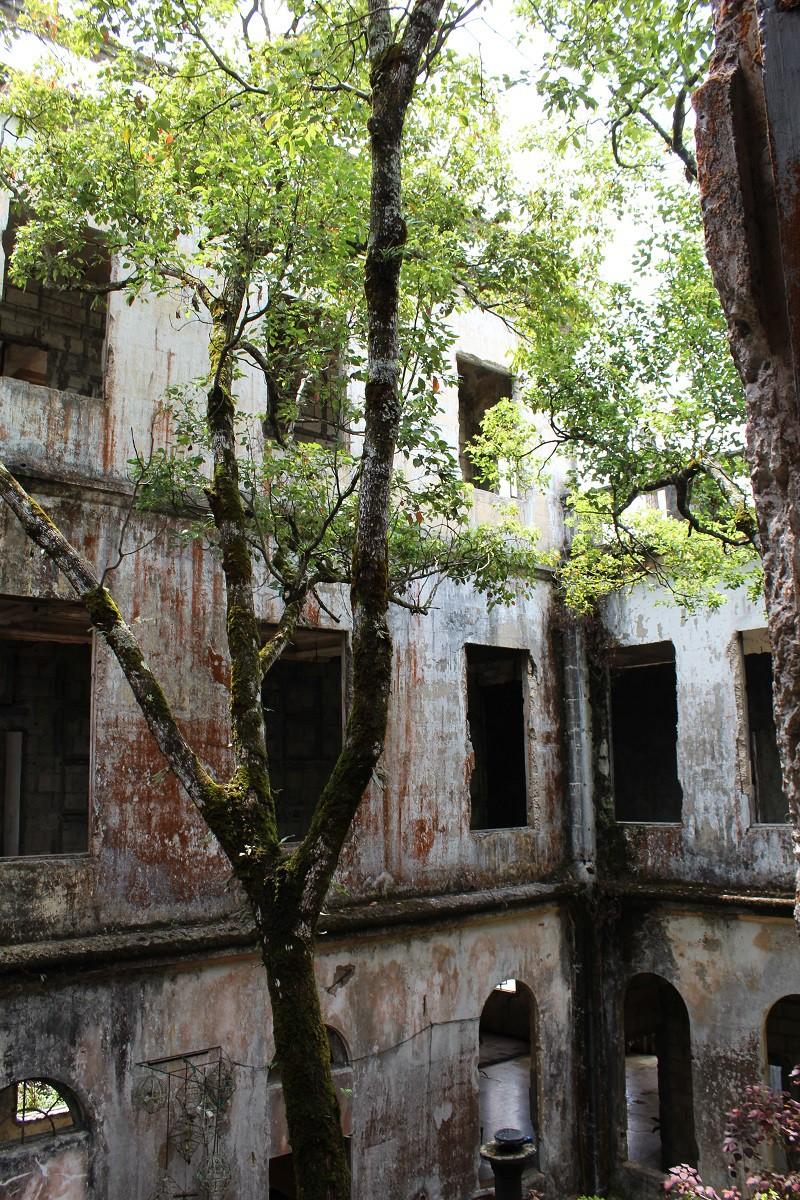 Vẻ ma mị của khách sạn trăm tuổi bị bỏ hoang ở Philippines ẩn chứa nhiều câu chuyện đen tối làm du khách tò mò - Ảnh 9.