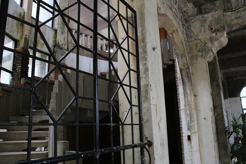 Vẻ ma mị của khách sạn trăm tuổi bị bỏ hoang ở Philippines ẩn chứa nhiều câu chuyện đen tối làm du khách tò mò - Ảnh 10.