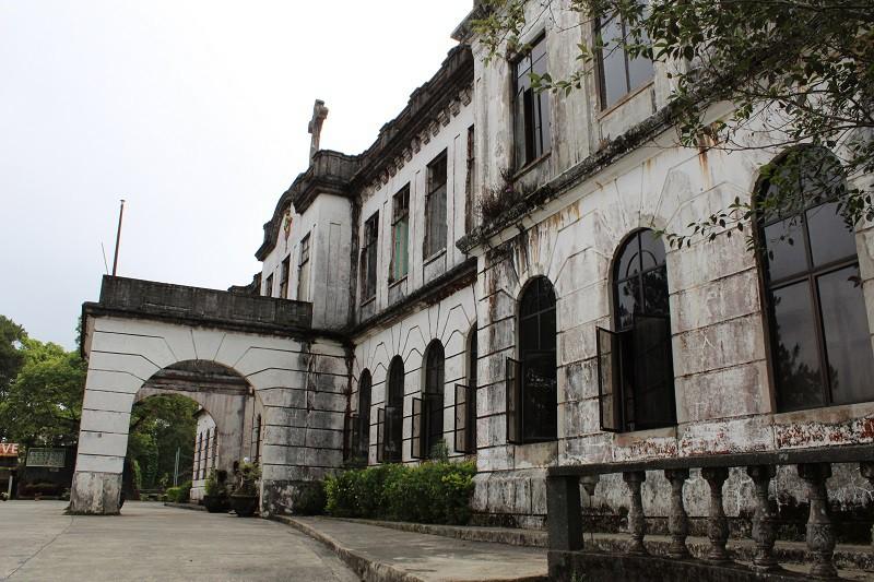 Vẻ ma mị của khách sạn trăm tuổi bị bỏ hoang ở Philippines ẩn chứa nhiều câu chuyện đen tối làm du khách tò mò - Ảnh 2.