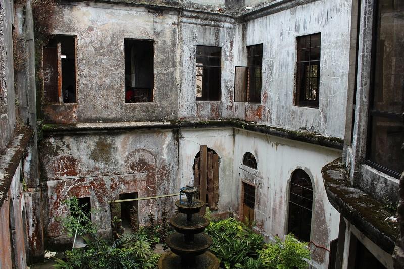 Vẻ ma mị của khách sạn trăm tuổi bị bỏ hoang ở Philippines ẩn chứa nhiều câu chuyện đen tối làm du khách tò mò - Ảnh 14.