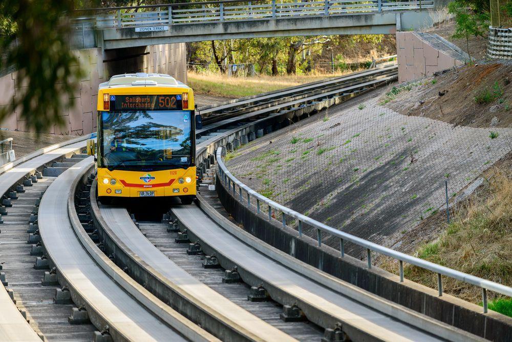 Những hệ thống giao thông công cộng kỳ lạ nhất thế giới: Tàu chạy bằng sức người, thang cuốn dài 800 mét - Ảnh 9.