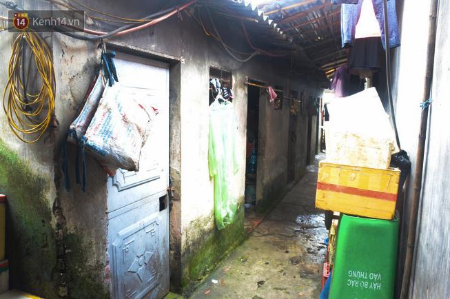 Xóm trọ nghèo không quạt, không điều hòa ở Hà Nội: Ban ngày đi khỏi nhà, ban đêm phải đổ nước lên giường mới ngủ được - Ảnh 7.