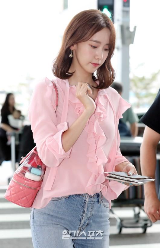 Tài tử Jung Hae In và hoàng tử lai Samuel đổ bộ sân bay Hàn sang Việt Nam, Yoona bất ngờ xuất hiện - Ảnh 16.