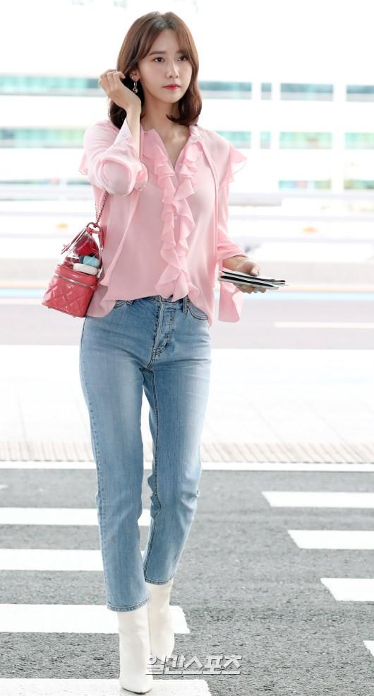 Tài tử Jung Hae In và hoàng tử lai Samuel đổ bộ sân bay Hàn sang Việt Nam, Yoona bất ngờ xuất hiện - Ảnh 13.