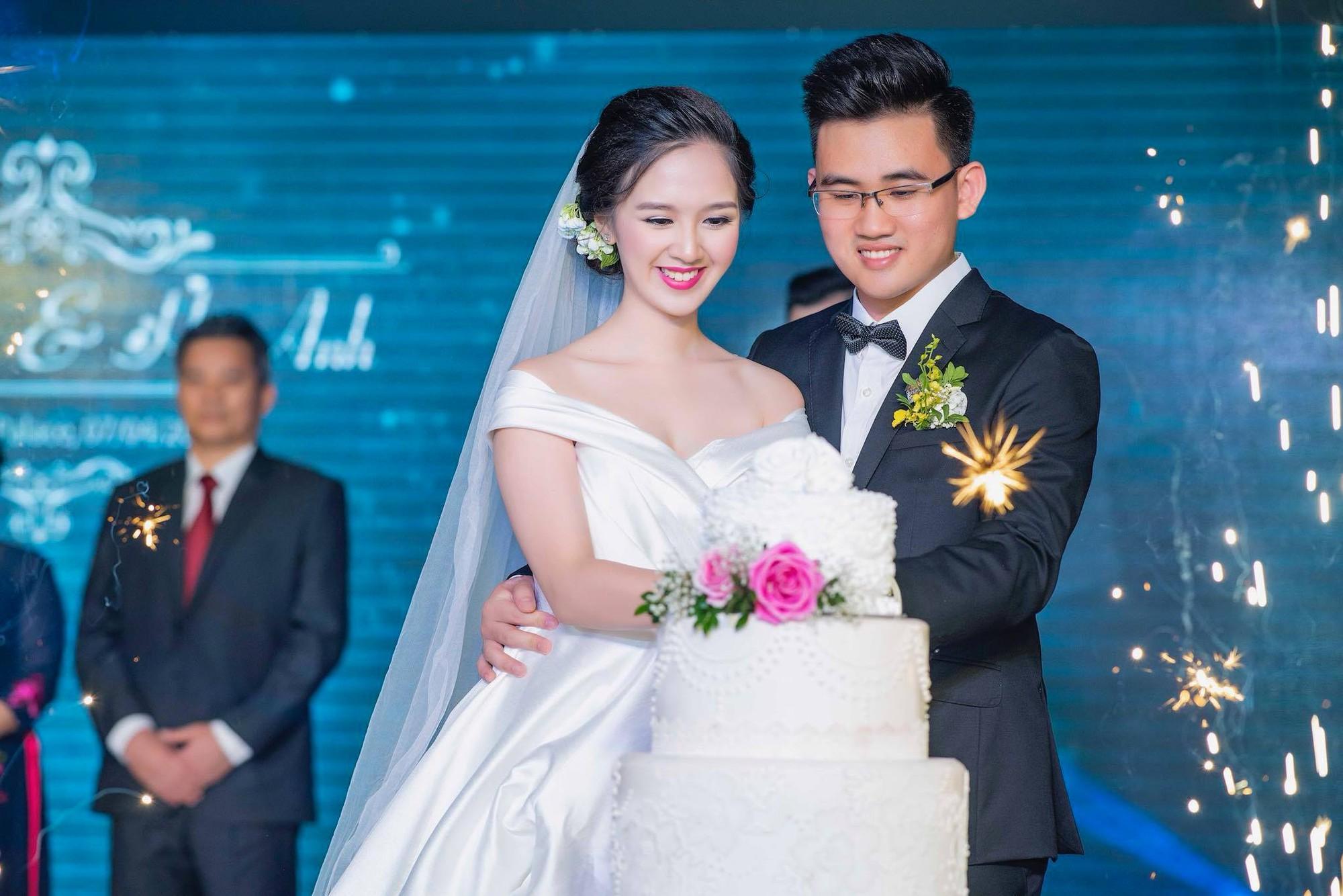 Hot girl Bánh đúc có xương bất ngờ kết hôn ở tuổi 21 - Ảnh 1.