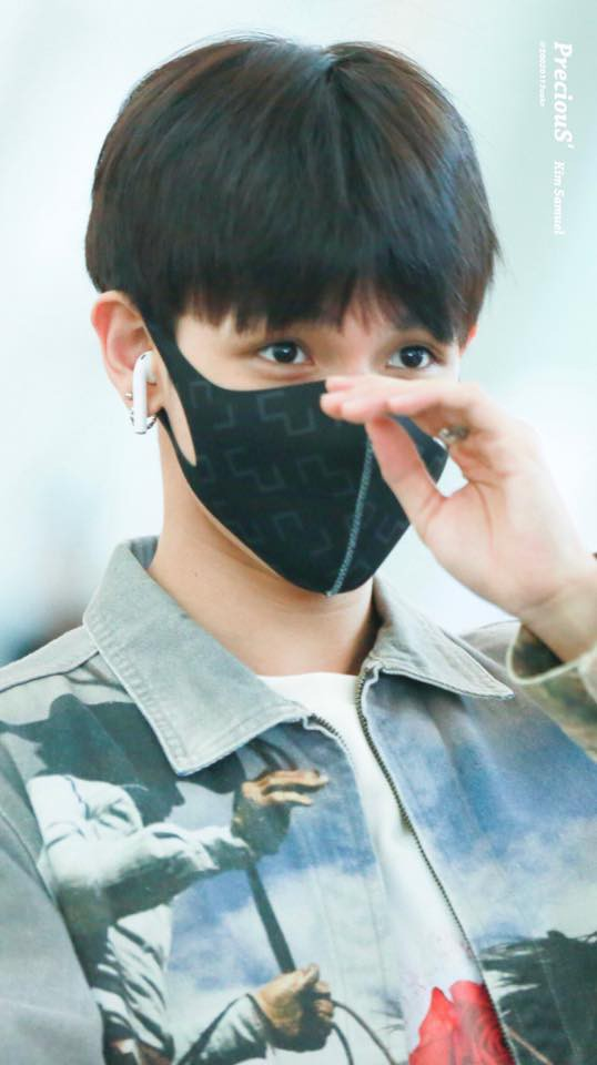 Tài tử Jung Hae In và hoàng tử lai Samuel đổ bộ sân bay Hàn sang Việt Nam, Yoona bất ngờ xuất hiện - Ảnh 1.