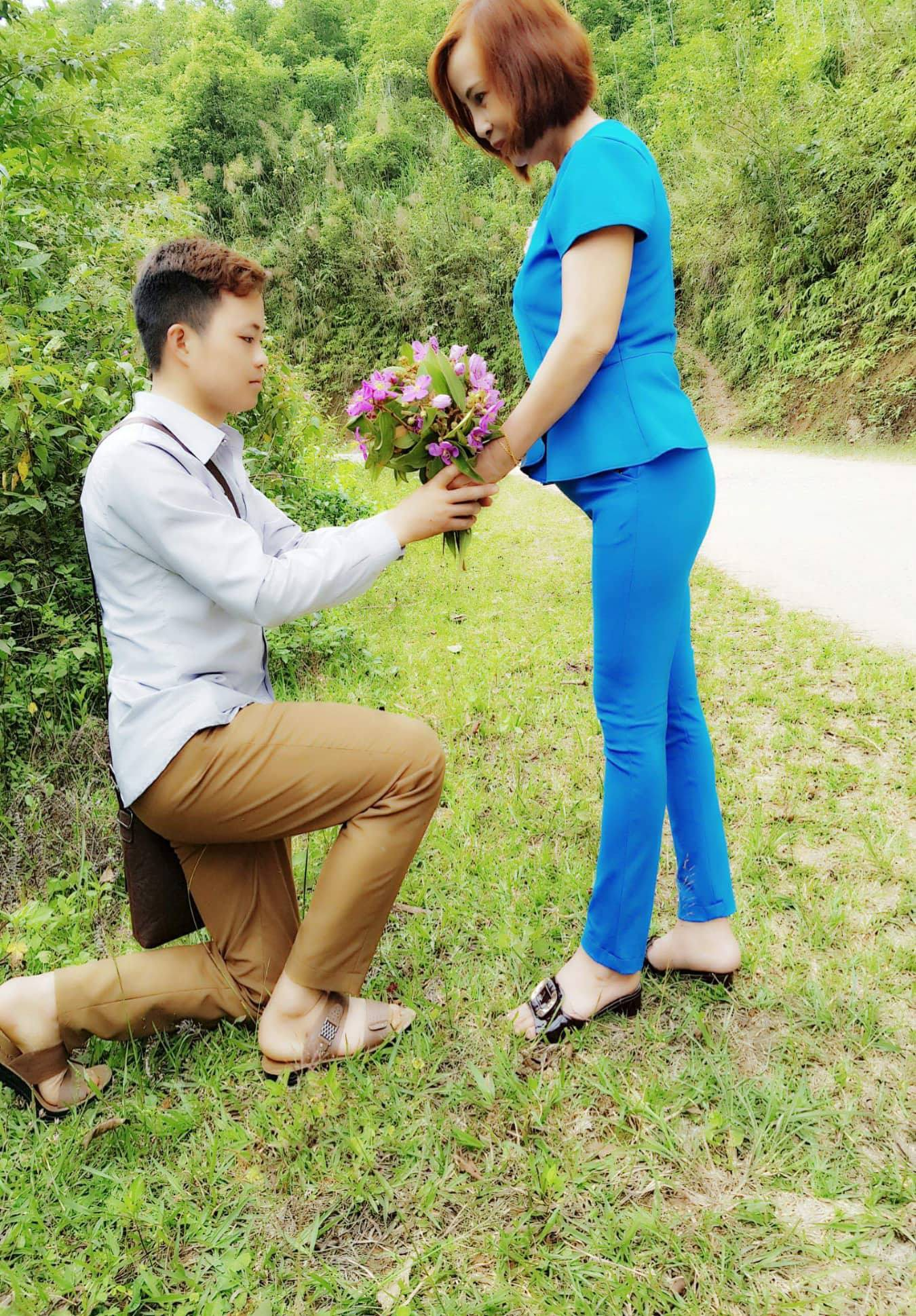 Chuyen tinh chan dong MXH: Thanh nien 26 tuoi ngay nao cung toi spa duong da de cua do ba chu 61 tuoi