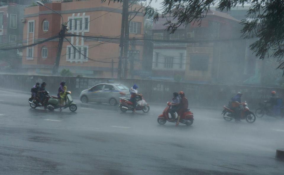 Miền Bắc thời tiết dứt nắng nóng, mưa to nhiều ngày - Ảnh 1.