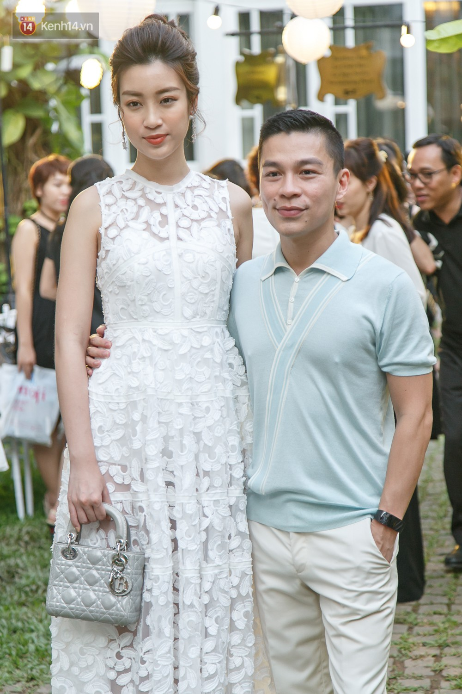 Hoa hậu Mỹ Linh mũm mĩm, Salim biến hình không thể nhận ra trên thảm đỏ của NTK Adrian Anh Tuấn - Ảnh 1.