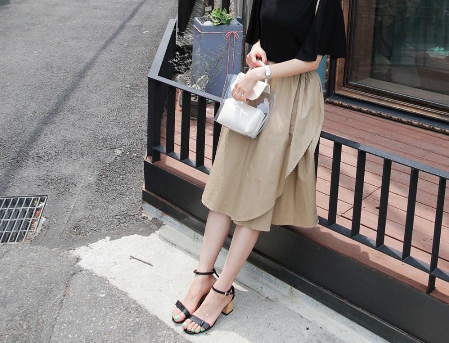Chân váy dài có kén dáng thế nào thì chỉ cần diện cùng 5 mẫu giày/dép này là đẹp mĩ mãn - Ảnh 1.