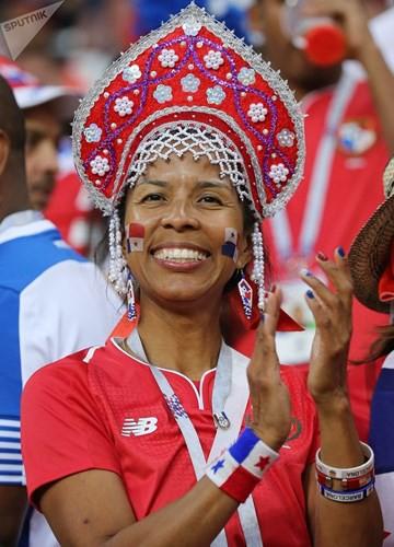 Ảnh: Những chiếc mũ Kokoshnik Nga tô điểm khán đài mùa World Cup - Ảnh 13.