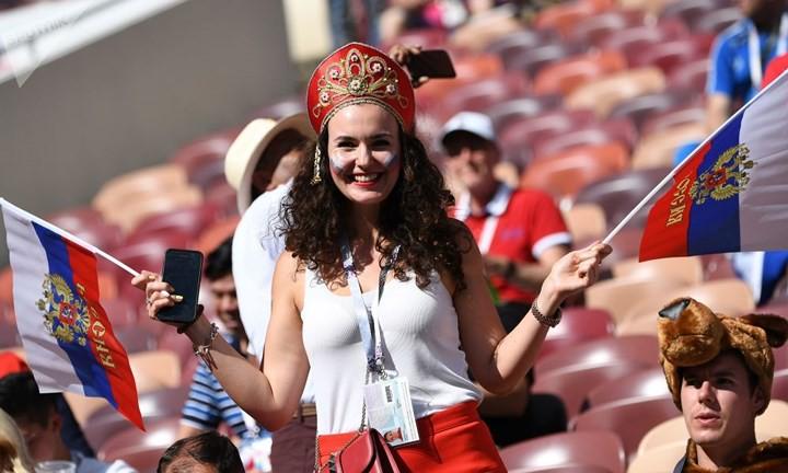 Ảnh: Những chiếc mũ Kokoshnik Nga tô điểm khán đài mùa World Cup - Ảnh 15.