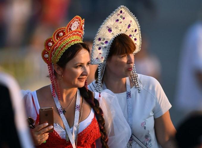 Ảnh: Những chiếc mũ Kokoshnik Nga tô điểm khán đài mùa World Cup - Ảnh 16.