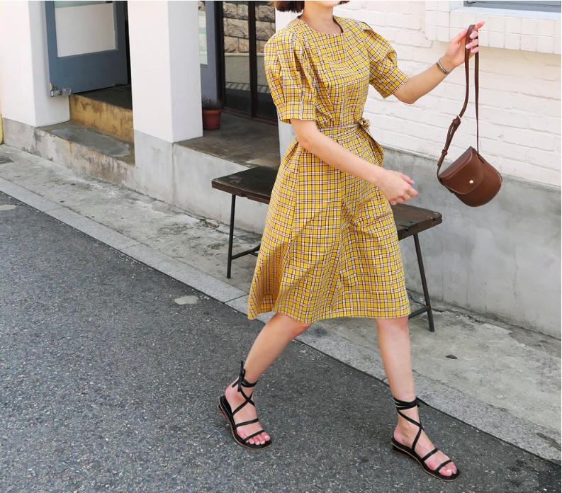 Chân váy dài có kén dáng thế nào thì chỉ cần diện cùng 5 mẫu giày/dép này là đẹp mĩ mãn - Ảnh 17.