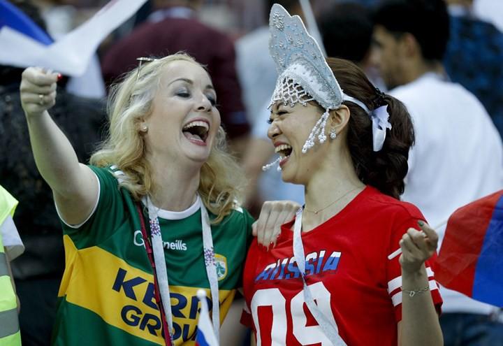 Ảnh: Những chiếc mũ Kokoshnik Nga tô điểm khán đài mùa World Cup - Ảnh 18.