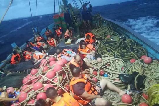 Thái Lan: Tàu chở khách du lịch Trung Quốc bị lật, 49 người mất tích 2
