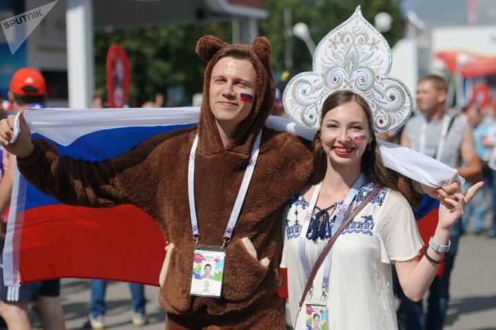 Ảnh: Những chiếc mũ Kokoshnik Nga tô điểm khán đài mùa World Cup - Ảnh 3.