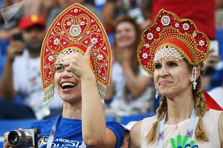 Ảnh: Những chiếc mũ Kokoshnik Nga tô điểm khán đài mùa World Cup - Ảnh 22.